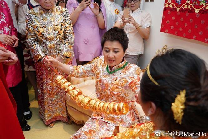 Choáng với sính lễ toàn vàng ròng trong đám cưới con gái 'vua sòng bạc Macau' - 5