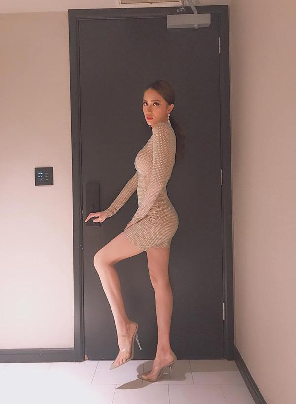 Hết hồn vì bộ đồ nude nhìn nhầm dễ hỏng mắt của người đẹp Việt - 2