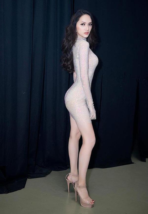 Hết hồn vì bộ đồ nude nhìn nhầm dễ hỏng mắt của người đẹp Việt - 3