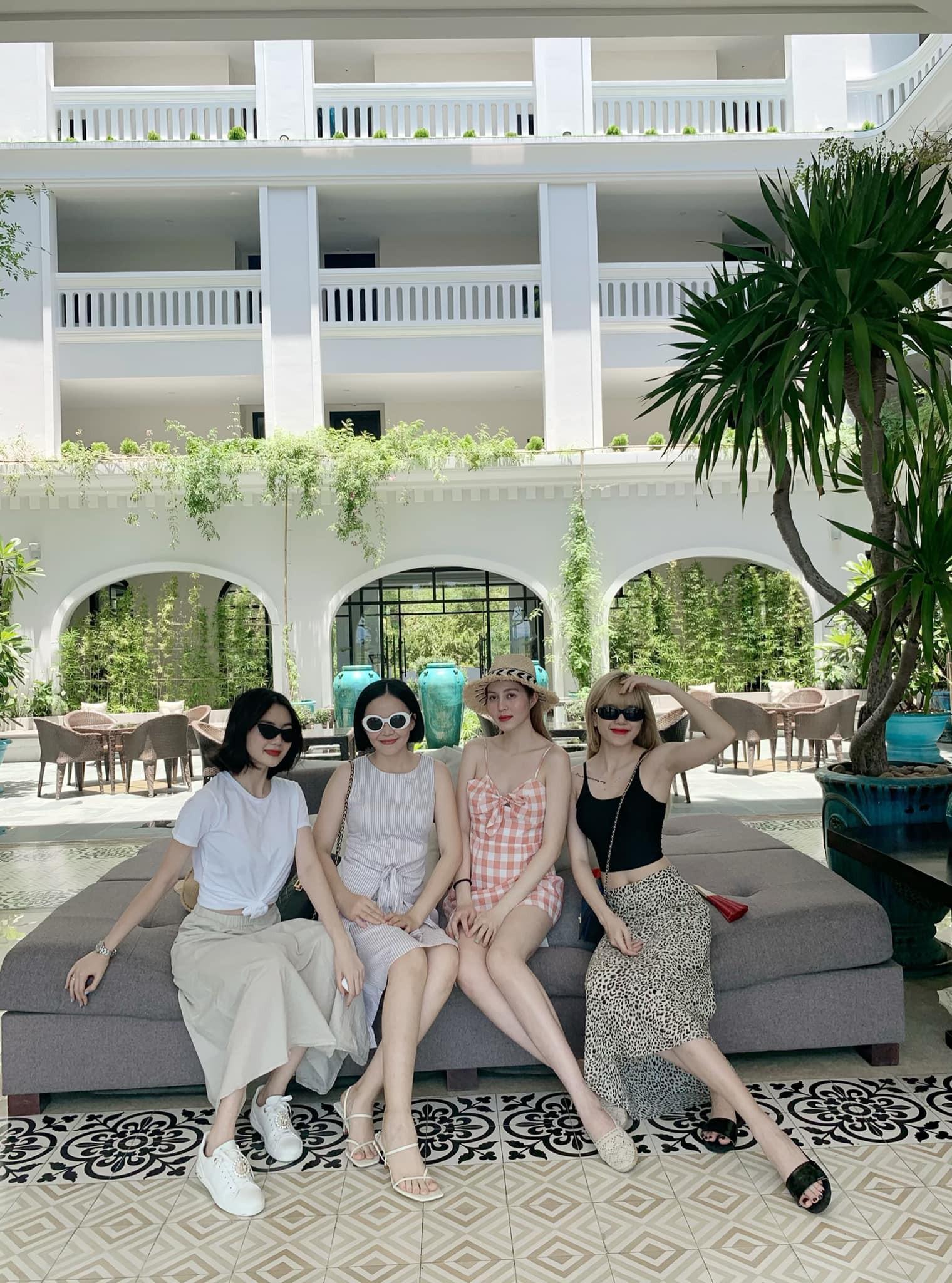4 chị em nhà