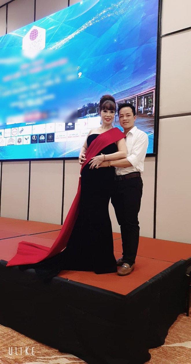 Cô dâu 62 tuổi được chồng hộ tống đi thi hoa hậu gây xôn xao - 3