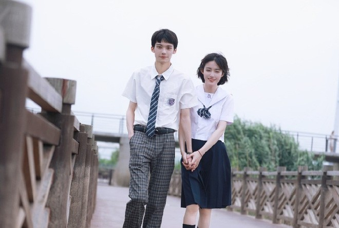Cặp đôi nổi tiếng Trung Quốc bị fan quay lưng vì lộ nhan sắc thật - 2
