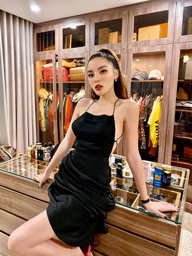 Mặc dùmới đăng quang Hoa hậu Việt Nam 2014, Kỳ Duyên đã nổi tiếng là một trong những tay chơi hàng hiệu của showbiz Việt.