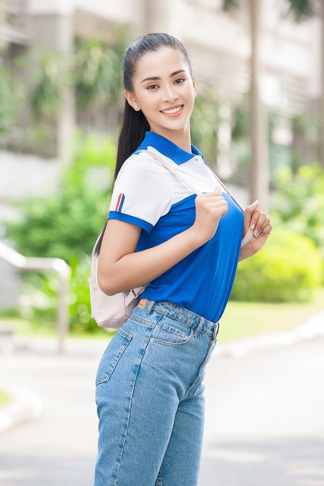 Người đẹp sinh năm 2000 đăng quang ngôi vị Hoa hậu khi mới 18 tuổi, cũng là thời điểm cô mới bắt đầu học năm nhất trường Đại học Sư phạm Kỹ thuật TP Hồ Chí Minh.