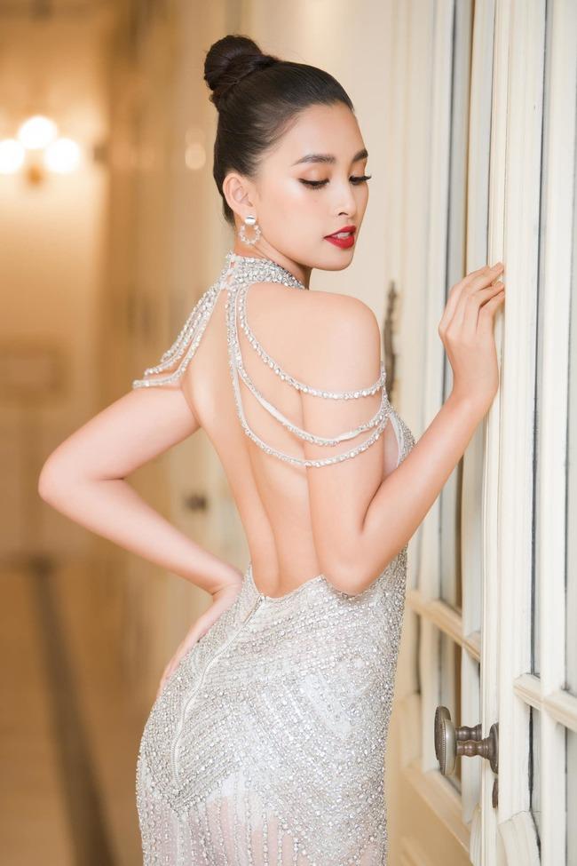 """""""Hoa hậu Việt Nam 2018"""" Trần Tiểu Vy là một trong những nhan sắc Việt khi vừa đội vương miện đã nhận về nhiều ý kiến trái chiều vì kết quả học tập."""