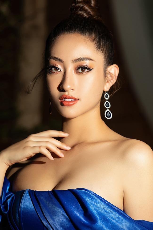 Đặc biệt ngoài những thành tích về học tập tại ngôi trường top đầu Việt Nam- Đại học Ngoại thương cơ sở Hà Nội, Lương Thuỳ Linh còn rất năng nổ trong các hoạt động của trường, người đẹp cũng tham gia thêm một số câu lạc bộ về thời trang, MC.