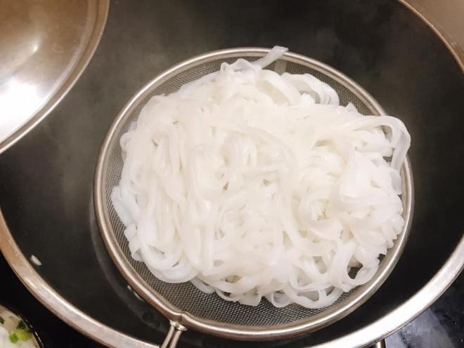 Tự nấu phở bò xịn sò tại nhà bằng một tuyệt chiêu không phải ai cũng biết - 5