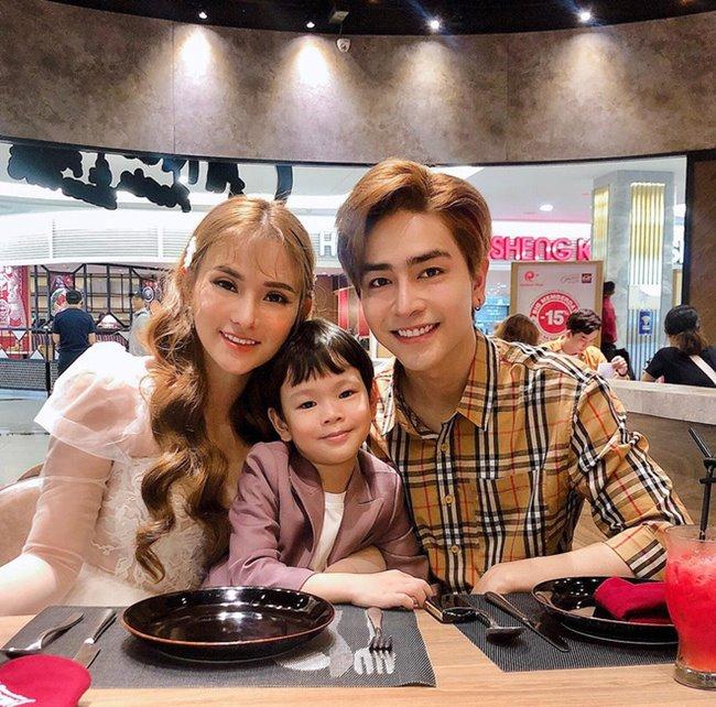 9X sau đó đăng đàn giải thích, cho biết yêu thương cậu bé Henry thật lòng. Tuy nhiên, dù có giải thích nhiều như thế nào thì hành động của Kin Nguyễn vẫn khiến nhiều người hâm mộ, ngay cả nhiều nghệ sĩ cũng quay lưng với anh.