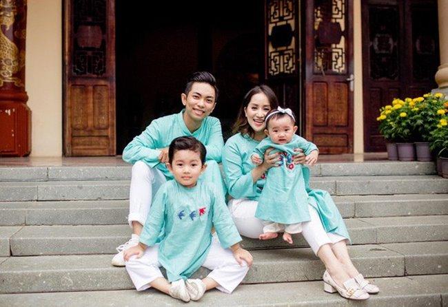 Từ một chàng trai ham chơi, Phan Hiển trở thành ông bố mẫu mực, quanh quẩn chỉ khoe vợ khoe con trên mạng xã hội.