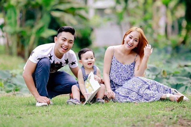 Phan Hiển - Khánh Thi từng gây ngỡ ngàng cho khán giả tại thời điểm công khai chuyện tình cảm.Nhưng rồi, tình yêu chân thành là cầu nối kéo hai người lại với nhau.