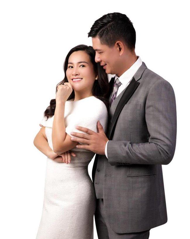 Vợ chồng Bình Minh - Anh Thơ từng trải qua rất nhiều thăng trầm trong cuộc hôn nhân suốt 12năm chung sống. Từ khi mới kết hôn, nam diễn viênđiển trai đã mang tiếng xấu là lấy vợ vì tiền, bởi Anh Thơ lớn tuổi hơn anh và là một doanh nhân thành đạt.