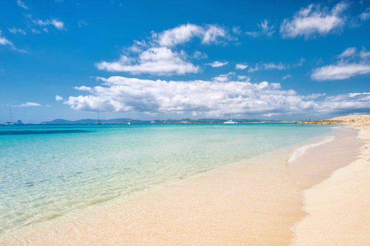 Những bãi biển màu hồng dành cho du khách ưa lãng mạn - 12