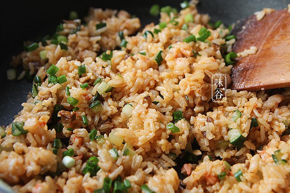 Tận dụng cơm thừa làm món trứng bọc cơm siêu hấp dẫn - 6