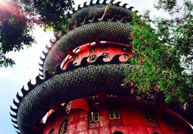 Ngôi đền có 1-0-2 ở Thái Lan, được bao quanh bởi một con rồng khổng lồ - 2