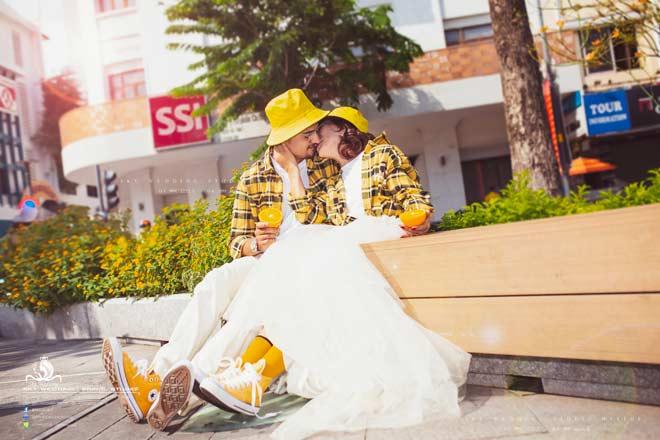 Cô dâu 65 tuổi tung bộ ảnh cưới ôm hôn chồng ngoại quốc 24 tuổi - 6