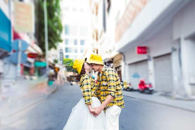 Cô dâu 65 tuổi tung bộ ảnh cưới ôm hôn chồng ngoại quốc 24 tuổi - 10