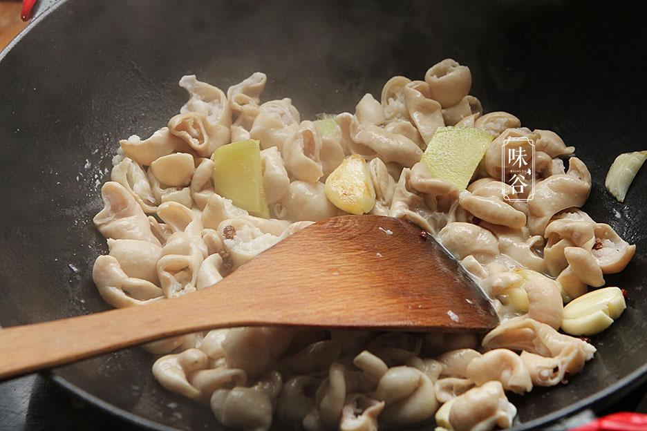 Cách làm sạch ruột già heo chỉ với 2 nguyên liệu dễ tìm trong nhà bếp - 6