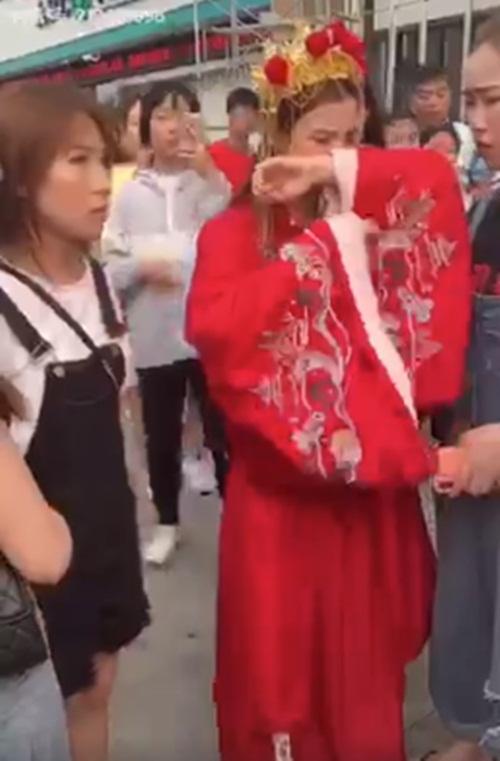 Mặc trang phục cô dâu tỏ tình bạn thân 9 năm, cô gái bị từ chối phũ - 4
