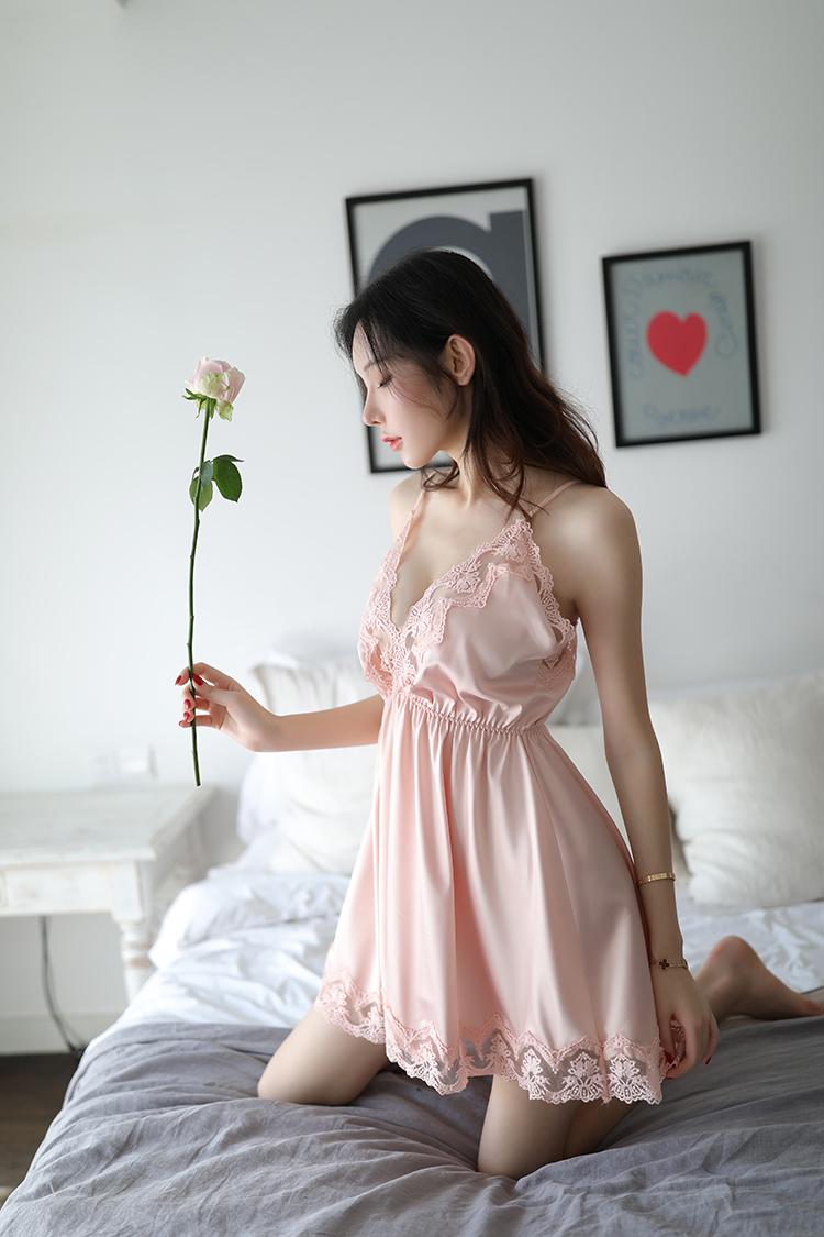 Đừng chọn váy ngủ giống màn tuyn như Nhã