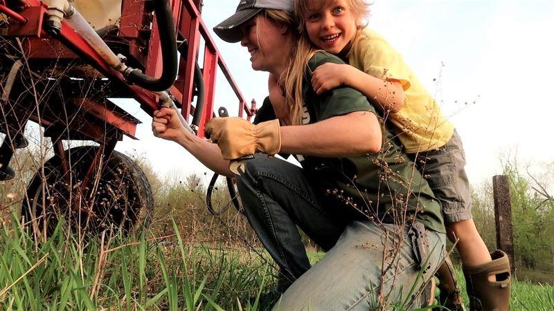 Trước Bà Tân Vlog, những nông dân này đã kiếm tiền tỷ dễ dàng nhờ làm video - 2