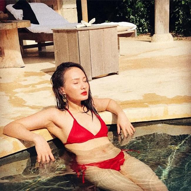 Không thường xuyên đăng ảnh bikini, nhưng mỗi lần Bảo Thanh khoe body khéo léo thế này đều khiến cư dân mạng trầm trồ.