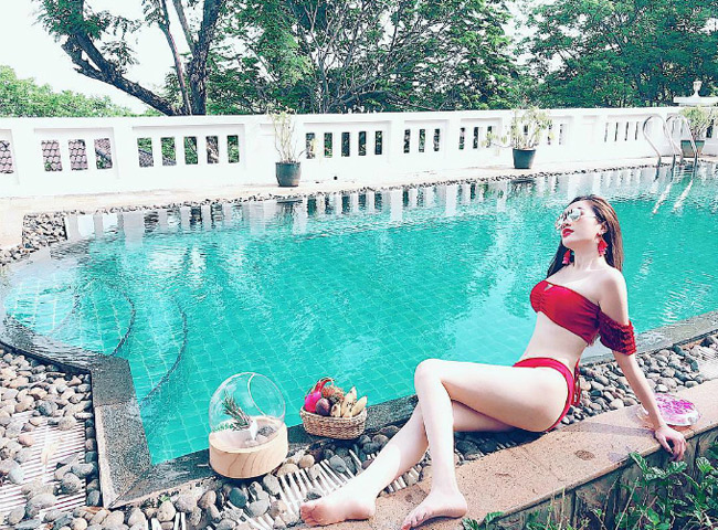 Bảo Thy là một trong những mỹ nhân Việt chăm diện bikini đỏ nhất.