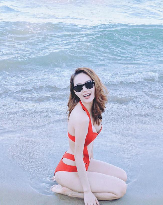 Minh Hằng diện bikini quyến rũ hồi tháng 4 năm nay, xóa tan những lời chê bai.