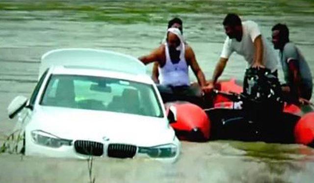 Không hài lòng về món quà sinh nhật, chàng trai ném thẳng chiếc BMW xuống sông - 2