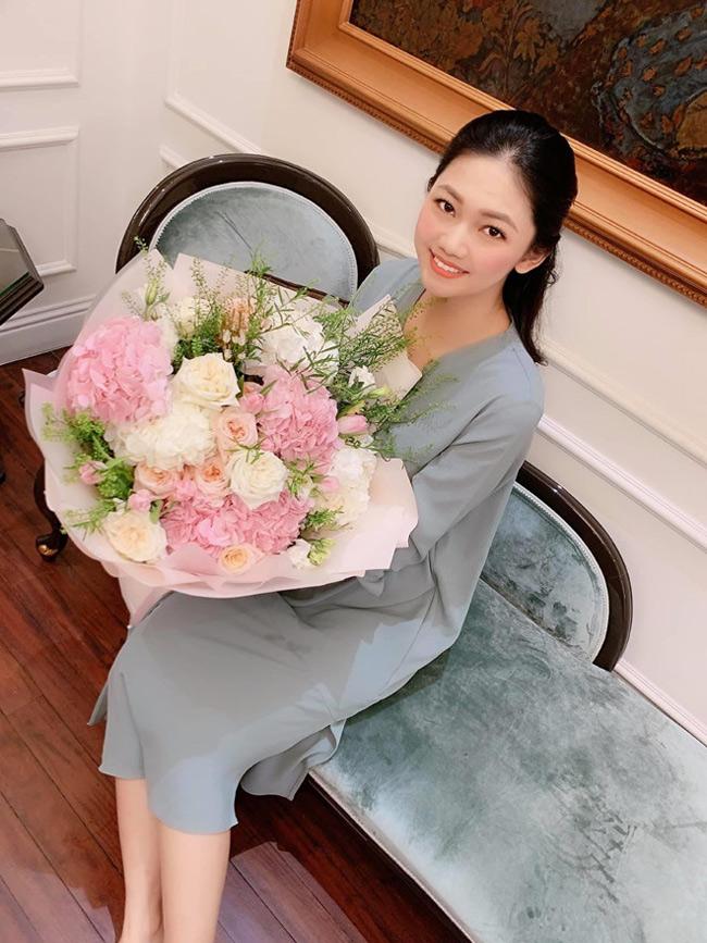 Thanh Tú kết hôn với chồng hơn nhiều tuổi nhưng được ông xã rất quan tâm, dành tặng vợ nhiều món quà.