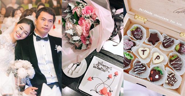 Dịp Valentine, người đẹp và chồng có chuyến đi nghỉ dưỡng ở Đà Nẵng. Thanh Tú khoe chocolate tự tay làm tặng chồng cũng như bó hoa rất đẹp ông xãdành cho côtrong ngày Tình Nhân.