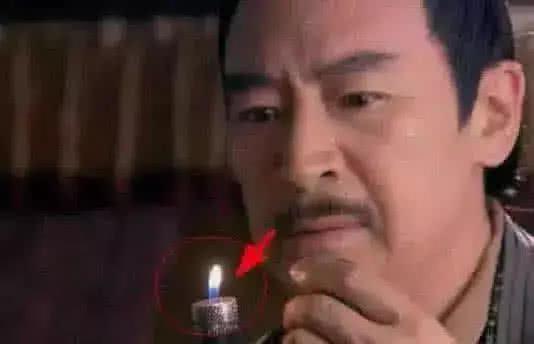 Áo yếm có khóa kéo và những hạt sạn không thể nhịn cười trong phim cổ trang TQ - 1