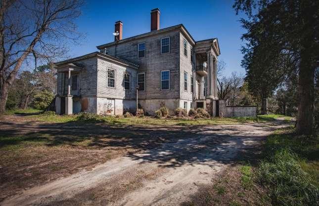 Ngôi biệt thự bỏ hoang bí ẩn với truyền thuyết được xây dựng trên đống vàng - 5