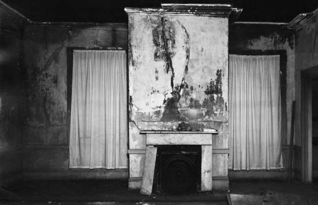Ngôi biệt thự bỏ hoang bí ẩn với truyền thuyết được xây dựng trên đống vàng - 9