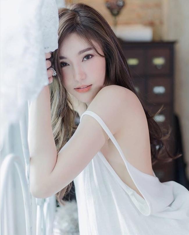 Cô là một trong những người mẫu nội y hàng đầu tại Thái Lan, có tới gần 1 triệu fan hâm mộ trên mạng xã hội Instagram.