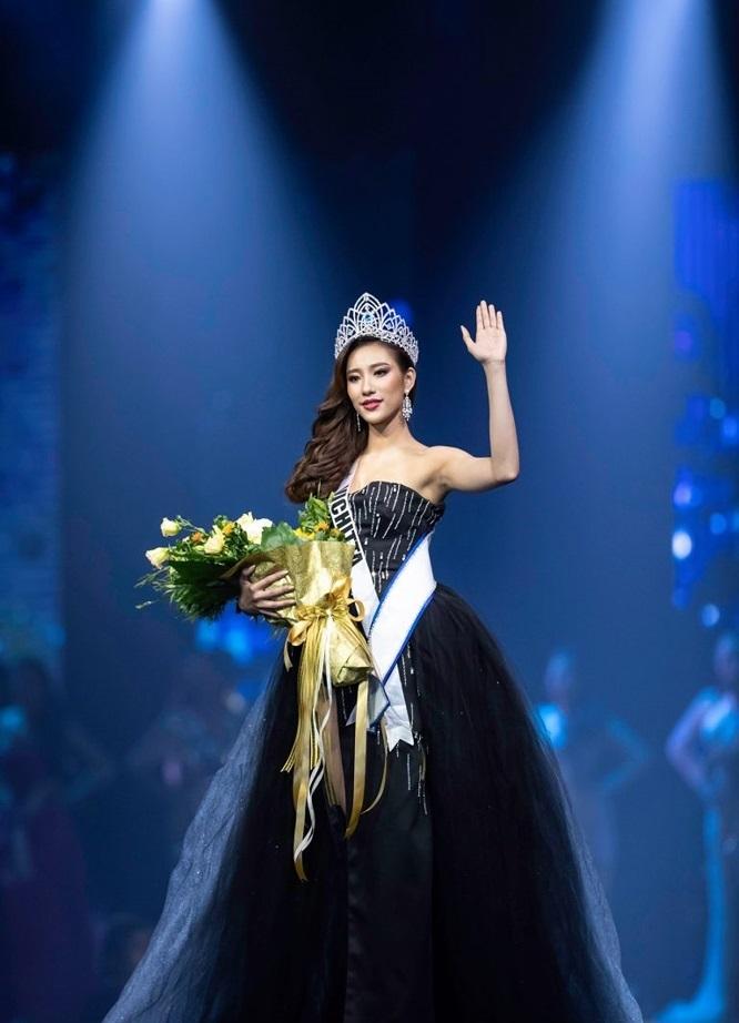 Ngỡ ngàng nhan sắc như tiên sa của tân Hoa hậu Hoàn vũ Lào - 2