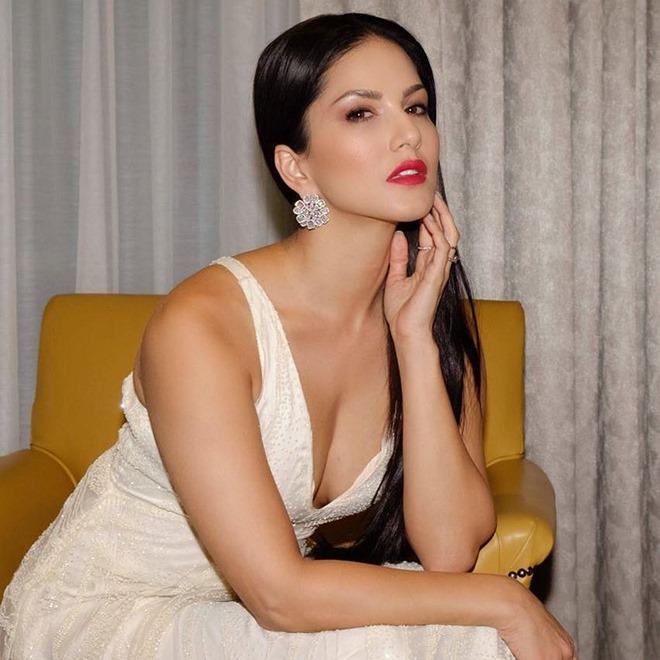 Nữ diễn viên 18+ Ấn Độ bị fan nam gọi hơn 150 cuộc để