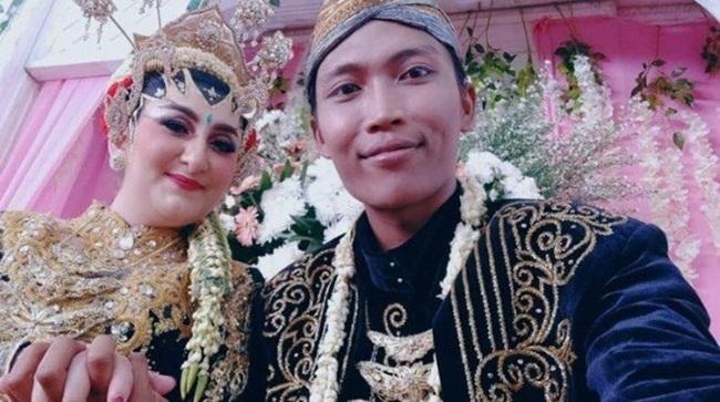 Quen nhau qua mạng, cô gái bay 13.000km để xin cưới chàng công nhân vệ sinh - 3