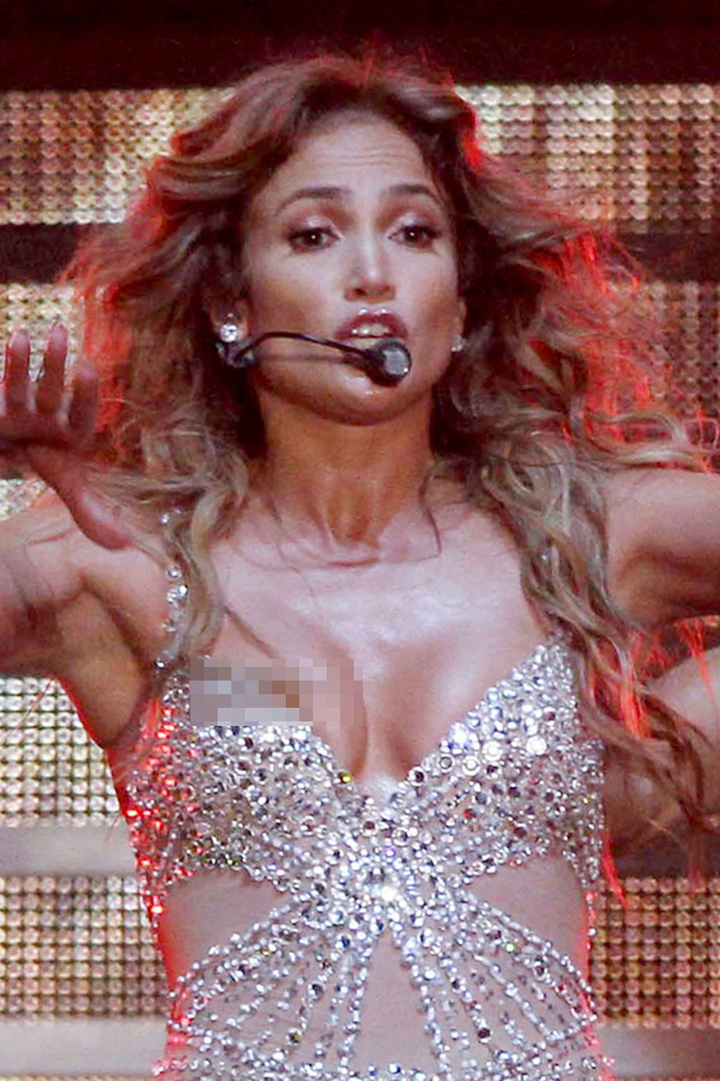 Jennifer Lopez lại gặp sự cố xấu mặt vì váy xẻ quá cao - 4