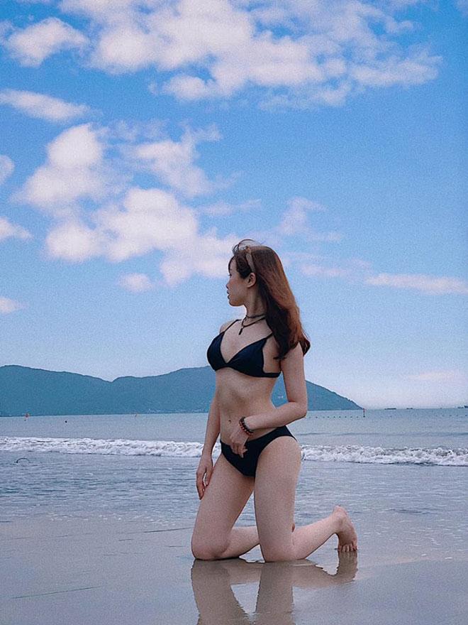 """Tung ảnh bikini siêu hot, bạn gái Văn Toàn khiến dân tình """"đứng ngồi không yên"""" - 4"""