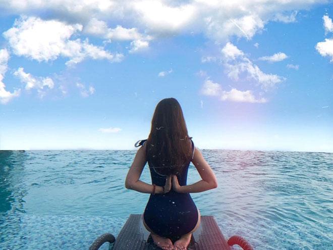 """Tung ảnh bikini siêu hot, bạn gái Văn Toàn khiến dân tình """"đứng ngồi không yên"""" - 9"""