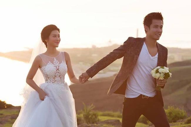 Tháng 7.2017, Trúc Nguyễn khiến nhiều người bất ngờ khi kết hôn với chàng tiền đạo điển trai Sỹ Mạnh - tình cũ hot girl Tâm Tít sau 3 năm yêu xa. Sỹ Mạnh từng thi đấu cho CLB Ninh Bình, Hải Phòng, Quảng Nam, Hà Nội.
