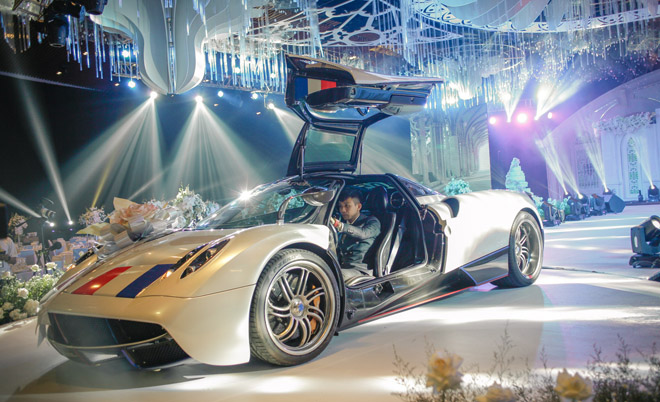 Đại gia Minh Nhựa lái siêu xe 80 tỷ đưa 'ái nữ' vào lễ đường, đám cưới toàn nghệ sĩ nổi tiếng - 3