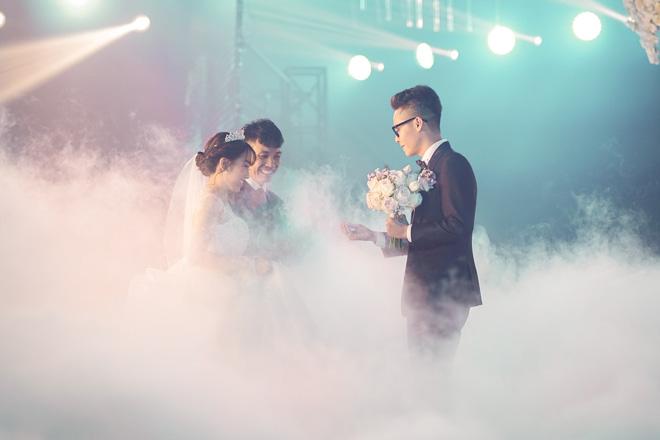 Đại gia Minh Nhựa lái siêu xe 80 tỷ đưa 'ái nữ' vào lễ đường, đám cưới toàn nghệ sĩ nổi tiếng - 7