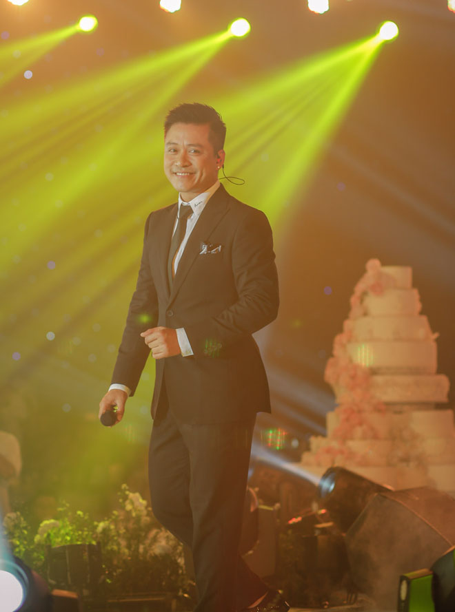 Đại gia Minh Nhựa lái siêu xe 80 tỷ đưa 'ái nữ' vào lễ đường, đám cưới toàn nghệ sĩ nổi tiếng - 11