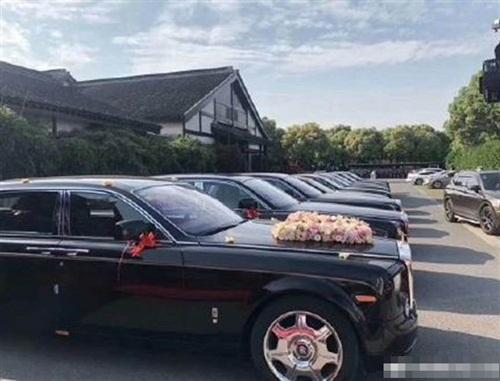 Đám cưới toàn siêu xe của cô dâu 26, chú rể 62 gây xôn xao dư luận - 3