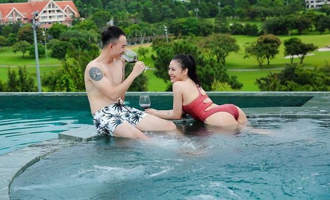 Mới đây, Hoàng Anh Vũ cũng đã công khai bạn gái mới sau 3 năm ly hôn. Bạn gái mới của Hoàng Anh Vũ có tên là Hằng, không hoạt động nghệ thuật và đang làm về kinh doanh.