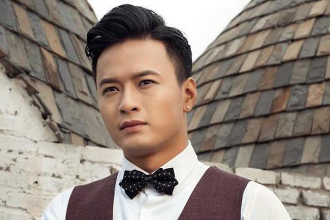 Hồi tháng 9/2016, nam diễn viên mở một cửa hàng kinh doanh của riêng anh ở Hà Nội. Cửa hàng của Hồng Đăng chuyên về các loại thuốc lá điện tử và tinh dầu thuốc lá điện tử.
