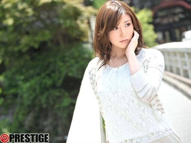 Cô đào 8X sở hữu hình thể nóng bỏng dù chỉ cao 1m64 với số đo hoàn hảo 93 - 59 - 88 cm. Trước thông tin Yui bị cảnh sát bắt giữ, nhiều người hâm mộ cảm thấy tiếc nuối cho nữ diễn viên.