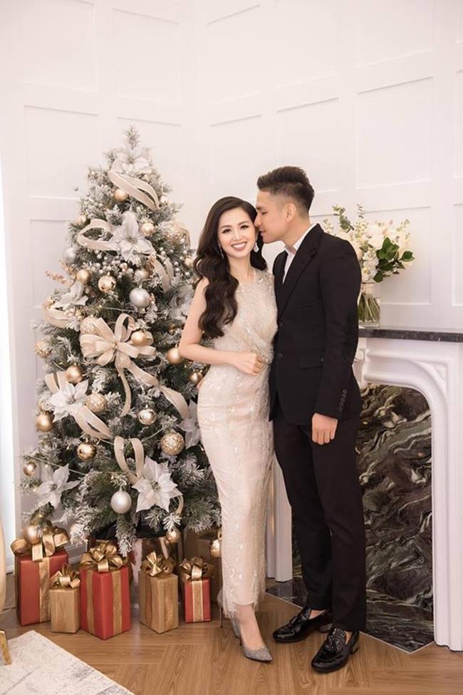 Năm 2015, Tâm Tít bất ngờ lên xe hoa với doanh nhân Chu Ngọc Thành. Sau khi kết hôn, Tâm Tít dần rút khỏi làng giải trí để chăm sóc tổ ấm nhỏ. Hiện tại, cô đã là bà mẹ của hai cậu con trai kháu khỉnh, đáng yêu.