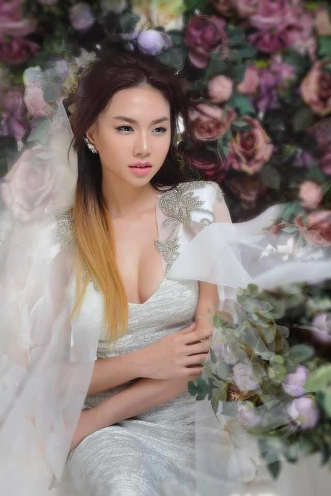 Hình ảnh gợi cảm gần đây được bà xã Victor Vũ đăng tải trên trang cá nhân nhận được nhiều lời khen ngợi nhan sắc.